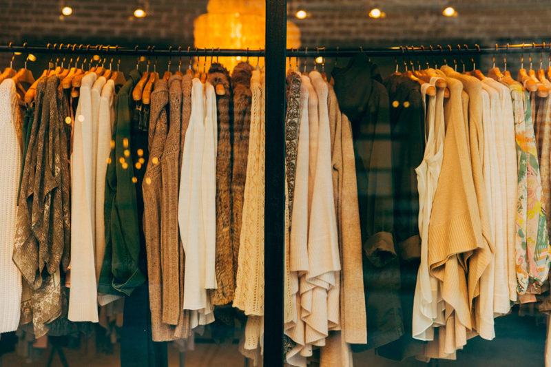 ¿Sabes cómo llevar a cabo una buena iluminación en una tienda de ropa?
