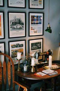 También se puede utilizar papel pintado o vinilos para decorar un local de restauración sin desembolsar una gran cantidad de dinero