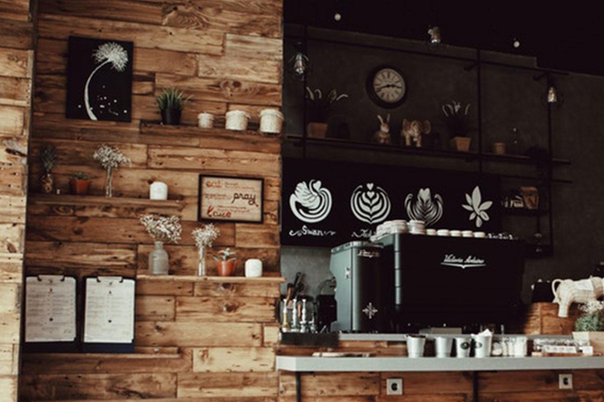 4 grandes ventajas de utilizar la madera en la decoración de tu negocio