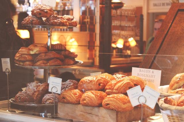 Aprende a decorar una pastelería pequeña y sácale el máximo partido a tu local