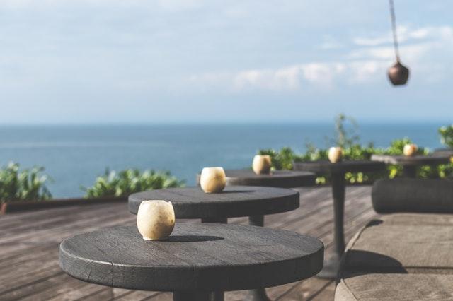 Los 5 errores más comunes en la decoración de terrazas de restaurantes y cafeterías
