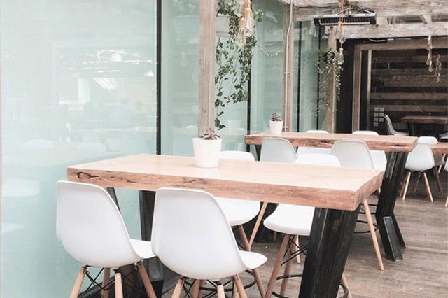 Descubre cómo puedes decorar un restaurante pequeño para atraer a más clientes